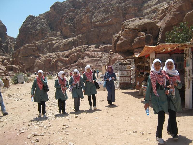 работа в иордании для девушки